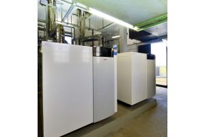 """Im Dachgeschoss der """"Elsa"""" sind zwei """"TRIGON XXL EVO 1100"""" im Einsatz: Die Gas-Brennwertkessel erbringen insgesamt eine Nennwärmeleistung von 2.200 kW bei maximal 50/30 °C."""