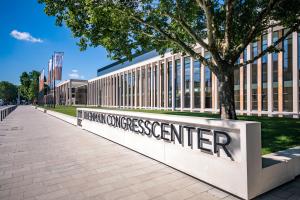 Das RheinMain CongressCenter von außen.