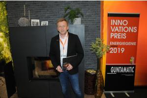 Günther Huemer, Guntamatic Heiztechnik, und ein Sichtkamin-Hybridsystem.