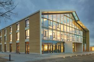 """Ein aktuelles Projekt ist die """"Alnatura Arbeitswelt"""" in Darmstadt – der Neubau hat das DGNB-Zertifikat in """"Platin"""" erhalten."""
