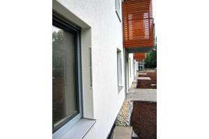 """Die innerhalb des WDVS umgelenkte Luftführung in die Fensterlaibung wird besonders von Architekten geschätzt, da es keine optischen """"Irritationen"""" mehr auf der Fassade gibt."""