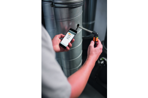 """Mit den kleinen Profi-Messgeräten """"Testo Smart Probes"""" messen Heizungsbauer beispielsweise Luftgeschwindigkeit, Temperatur, Druck oder Feuchte."""