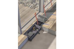 Die Geräte arbeiten mit einem modernen EC-Querstromventilator, der aufgrund der integrierten Elektronik in einem leistungseffizienten Drehzahlbereich betrieben wird und dadurch eine Kombination auch mit Niedertemperatur-Heizsystemen ermöglicht.