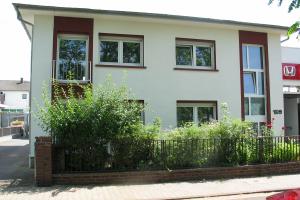 Wohngebäude von außen.