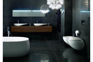 """Das Bild zeigt ein Badezimmer, das mit der """"IlBagnoAlessi One""""-Serie von Laufen ausgestattet ist."""