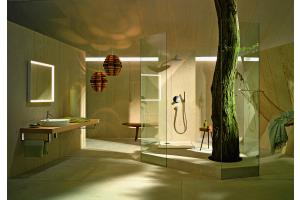 """Das Bild zeigt ein Badezimmer, das mit der """"ME by Starck""""-Serie von Duravit ausgestattet ist."""