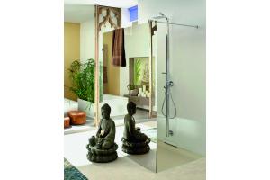 """Das Bild zeigt ein Badezimmer, das mit der """"Mirastar""""-Duschkabine von Glamü ausgestattet ist."""