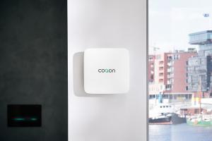 """Die Smart Home-Lösung """"Qbox"""" an einer Wand."""