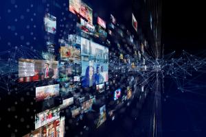 Verschiedene Bildausschnitte aus diversen Fernsehsendungen, verknüpft durch ein neuronales Netzwerk.