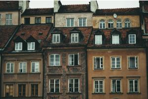 Im Gegensatz zur klassischen Wärme- und Warmwasser-Bereitstellung haben Wohnungsstationen den entscheidenden Vorteil, dass die bauseitigen Installationen bis zur Übergabestelle auf der Etage auf ein Minimum reduziert werden können.