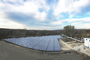 """""""Gerade in den letzten Jahren können wir feststellen, dass der Markt – speziell für die Anwendungsbereiche der solaren  Nah- und Fernwärmenetze – nachhaltig wächst. Gab es vor zehn Jahren noch sehr vereinzelt solare Großanlagen, so nehmen die Menge und die Größe dieser stetig zu"""", unterstreicht Moritz Ritter."""