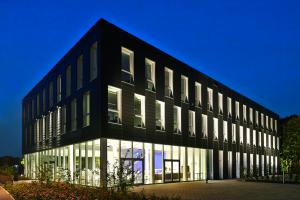 Außenansicht eines modernen Bürogebäudes