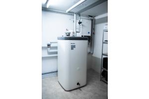 Aufgrund der Monoblock-Bauweise der Wärmepumpe ist die Installation auch durch Monteure ohne Kälteschein möglich.