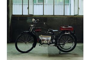"""Zehnder ist nicht erst mit Heizkörpern bekannt geworden: In den 1920er Jahren suchte das kleine Unternehmen nach einer neuen Produktidee und entwickelte das Leichtmotorrad """"Zehnderli""""."""
