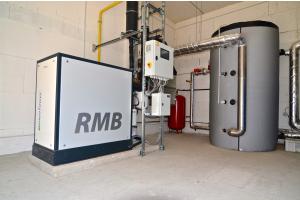 RMB/Energie erweitert mit dem Neotower 9.5 (es liefert bis zu 9,5 kW elektrische und 22,7 kW thermische Leistung) das Lieferprogramm in der mittleren Leistungsklasse.