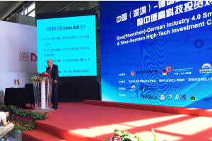 """Deutsch-chinesische Konferenz """"Industrie 4.0"""" im Jahr 2016 in China. Franzjosef Schafhausen leitete die deutsche Industriedelegation."""