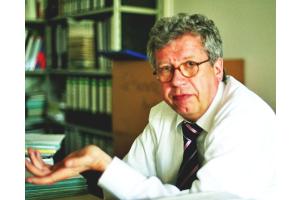 """""""Der Primärenergiebedarf im Gebäudebereich soll bis 2050 gegenüber 2008 um 80 Prozent reduziert werden"""", gibt Franzjosef Schafhausen zu bedenken."""