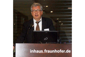 """Die Digitalisierung in der Heizungsbranche nahm um 2000 in Duisburg im Fraunhofer-Institut ihren Anfang. """"Durch den konsequenten Einsatz der """"Smart Family"""" (Smart Homes, Smart Meter, Smart Grids usw.) und mit der Hilfe von individuell oder über Netzimpulse steuerbare Verbraucher wie Wärmepumpen oder BHKW kann man das Lastprofil glätten – ein """"Lastband"""" erzeugen"""", betont Schafhausen."""