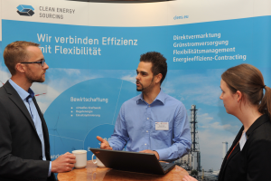 Clean Energy Sourcing-Stand im Foyer.