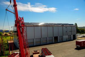 Die neue Lkw-Werkstatthalle auf dem Betriebsgelände.